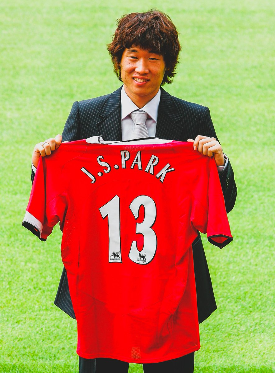 14 Years Ago Today:   @ManUtd signed Park Ji-sung for £4m.   204 Games  28 Goals  29 Assists  13 Trophies   4 Premier League  4 Community Shield  3 League Cup  1 UCL  1 Club World Cup   One of the @PremierLeague's greatest bargains.<br>http://pic.twitter.com/sD33j8GtZz