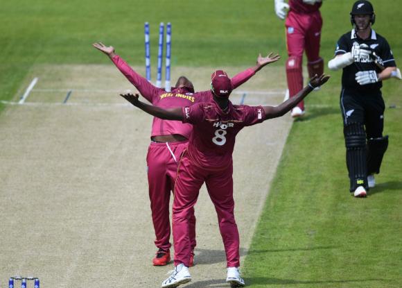 ICC CWC 2019: Huge blow for West Indies ahead of India clash  https://xtratime.in/icc-cwc-2019-huge-blow-for-west-indies-ahead-of-india-clash/…  #XtraTime #CWC2019 #INDvWI #MenInMaroon #MenInblue #ICCCWC2019