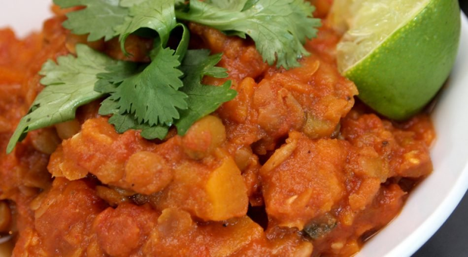 Dinner Recipe: Sweet Potato And Lentil Chilli by @AboutVeganFood    Serve up this delicious and warming chilli for 6 of your nearest and dearest!    https:// veganuary.com/recipes/sweet- potato-and-lentil-chili-by-lizz-clements/  …   #TryVegan #Veganuary #VeganRecipes<br>http://pic.twitter.com/hqu4mukSuk
