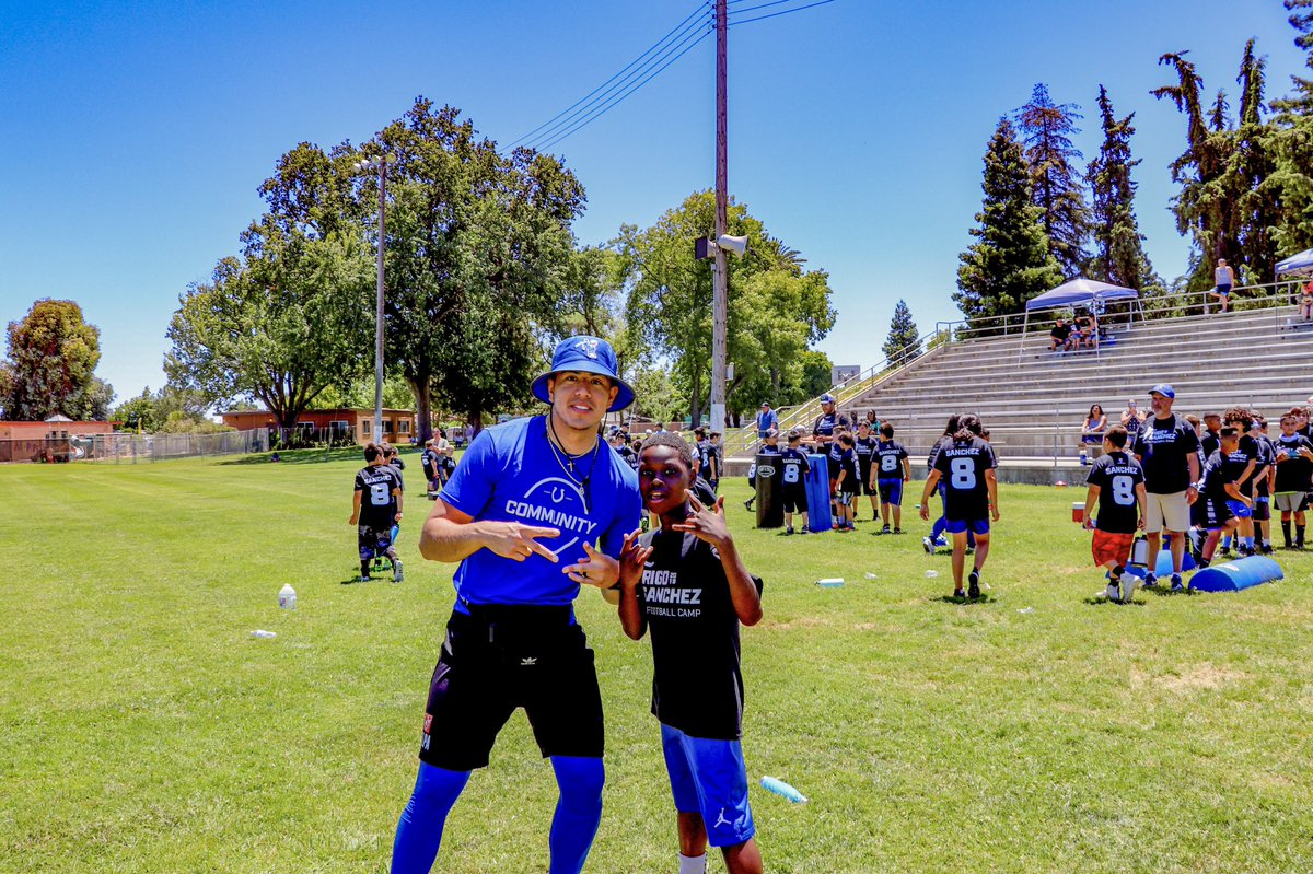 .@Rigojio88 expanding our fan base to Hamilton City, CA with his inagural youth football camp this weekend!😆 #ColtsHuddlefor100
