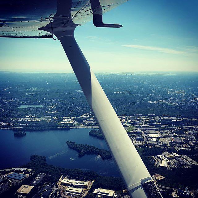 Damn Boston, you're looking pretty good this morning! #Cessna172 #CessnaSkyhawk #KBED #KOWD #TripToNorwood #Boston #Massachusetts #PilotLife #SWELife #AvGeek #Flying #GeneralAviation #WhyIFly #LifeFromAbove #GoPro #GoProPilot #Aviation #InstagramAviation… http://bit.ly/2X4R4zC