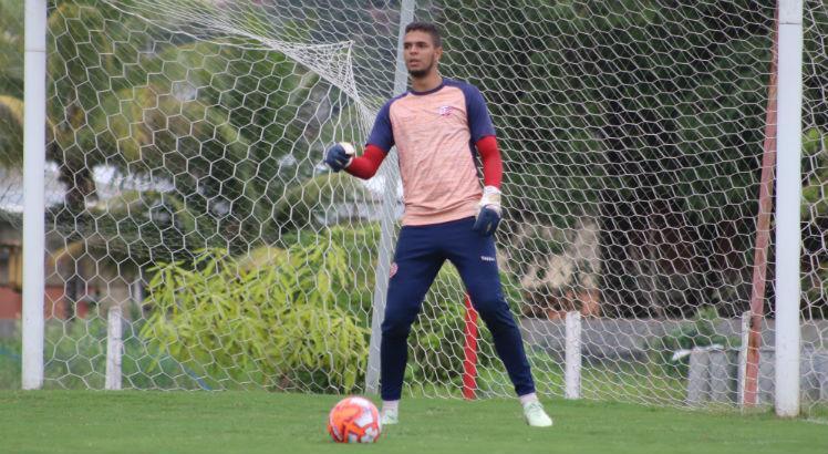 Náutico anuncia o empréstimo do goleiro Bruno para o futebol português: