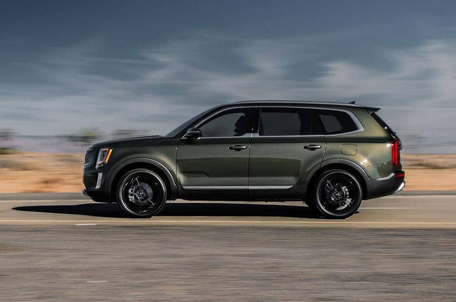 Kia goes large for the US with the eight-seat Telluride SUV. Can the company's first stab at a car of this size make a dent in the success of the Ford Explorer? We find out: https://buff.ly/2Y9uPW3