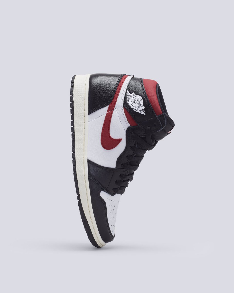 bd51d282 Hit the link to shop the Air Jordan 1 Retro High OG 'Gym Red.' https:// stockx.com/air-jordan-1-retro-high-black-gym-red …pic.twitter.com/tc65KcxW4T