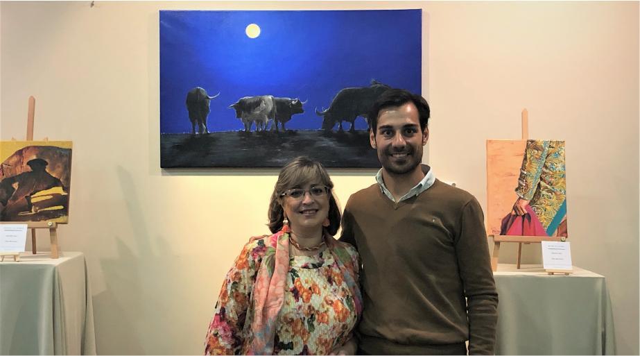 📷Con el matador de toros @GomezdelPilar que visitó nuestra exposición en el #HotelWellington durante la feria de #SanIsidro2019. 🏟Ayer dio una sobrebia tarde toros en @LasVentas ¡Enhorabuena!  #gomezdelpilar #palomavelarde #cuadros #pinturas #arte #artista #toros #tauromaquia