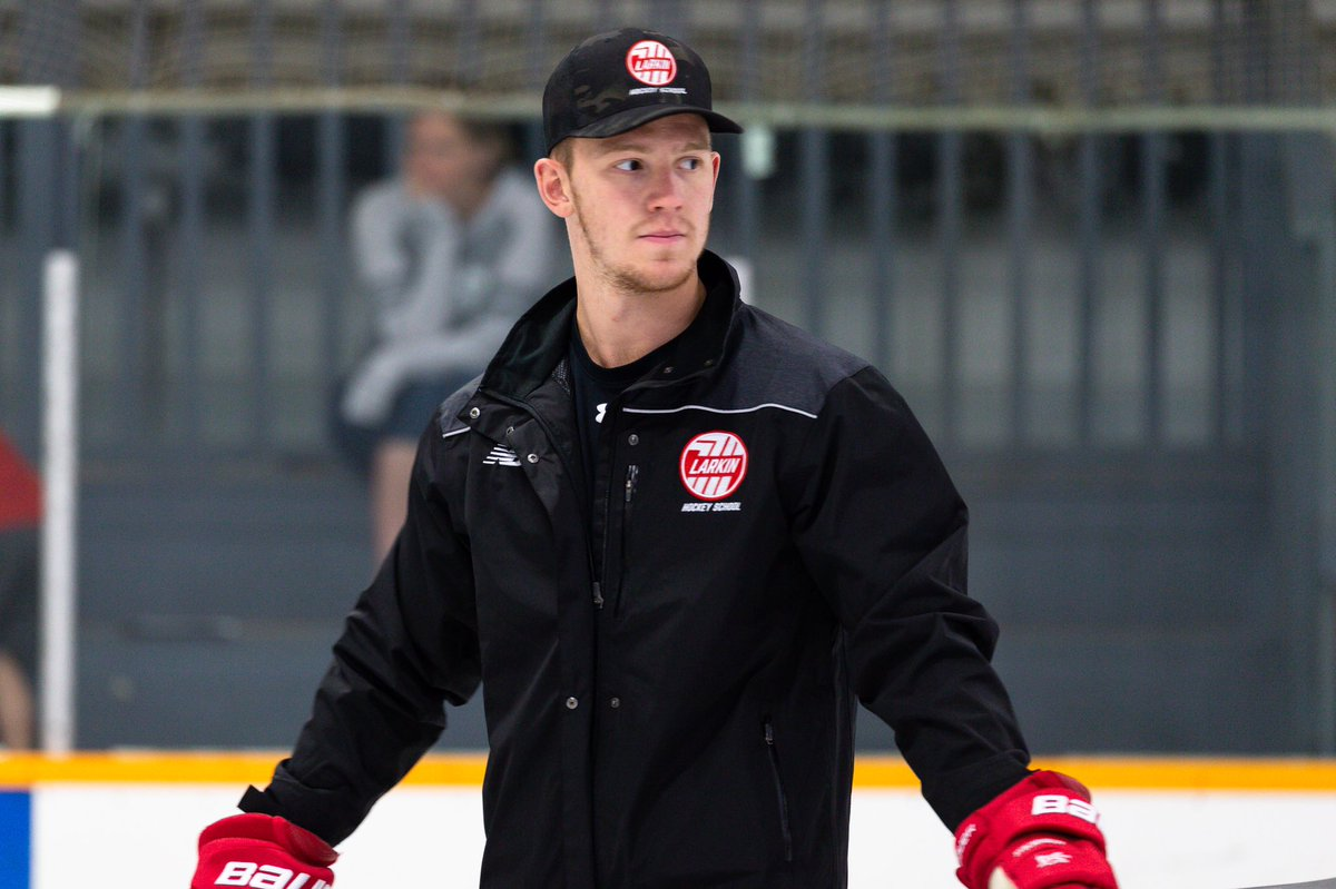 RT @DetroitRedWings: Evgeny Svechnikov joins in on the action! @LarkinHockey https://t.co/83s9a3OS6j