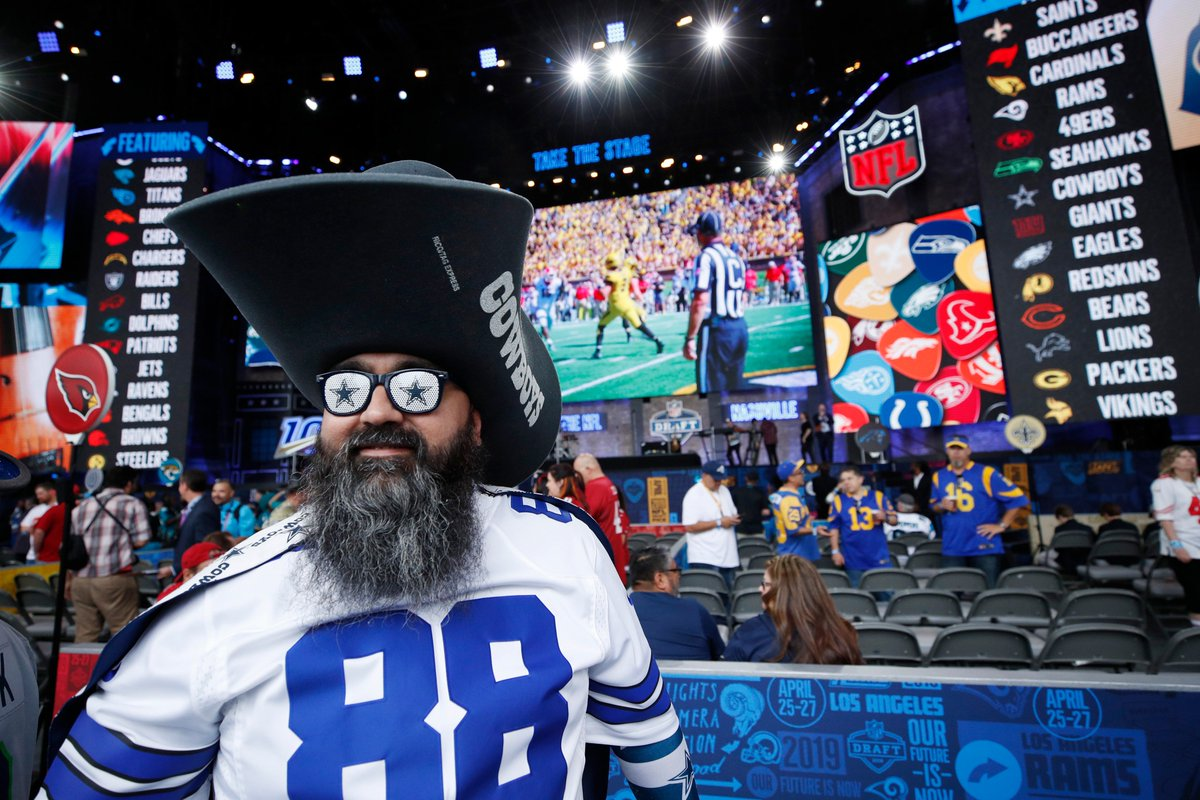 RT @Complex: A recent study revealed the Dallas Cowboys have the best fans in the NFL. https://t.co/Ry6V3FCjt8 https://t.co/SNmZ2MGA0L