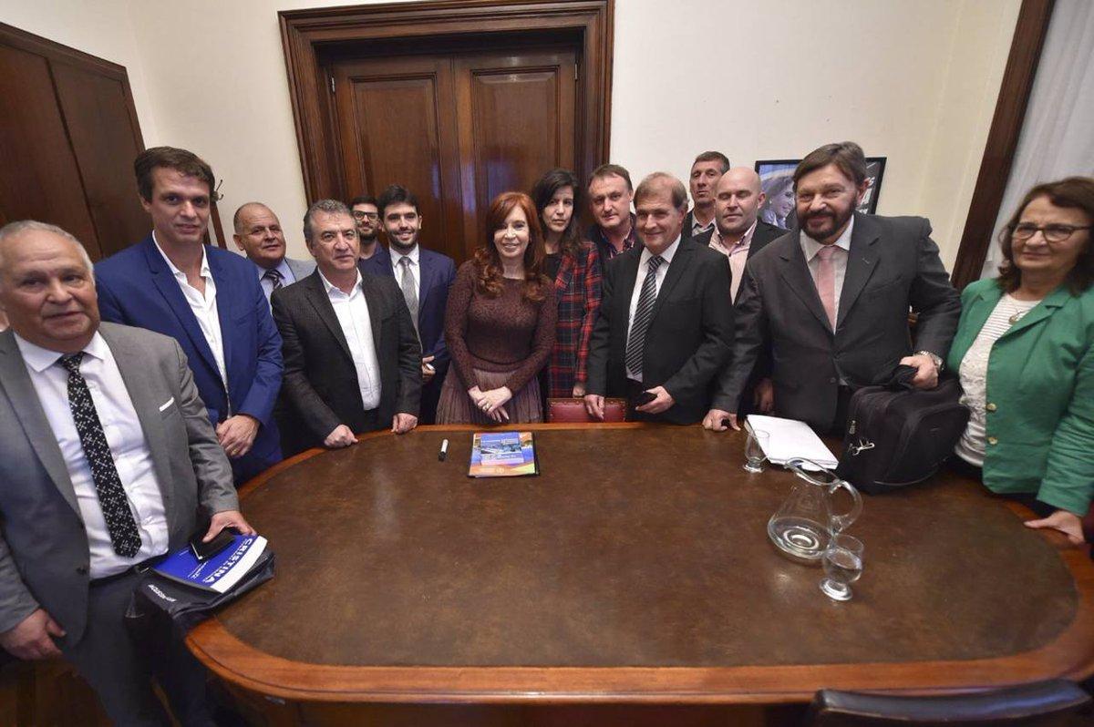 CFK recibió a Urribarri y productores en el Senado