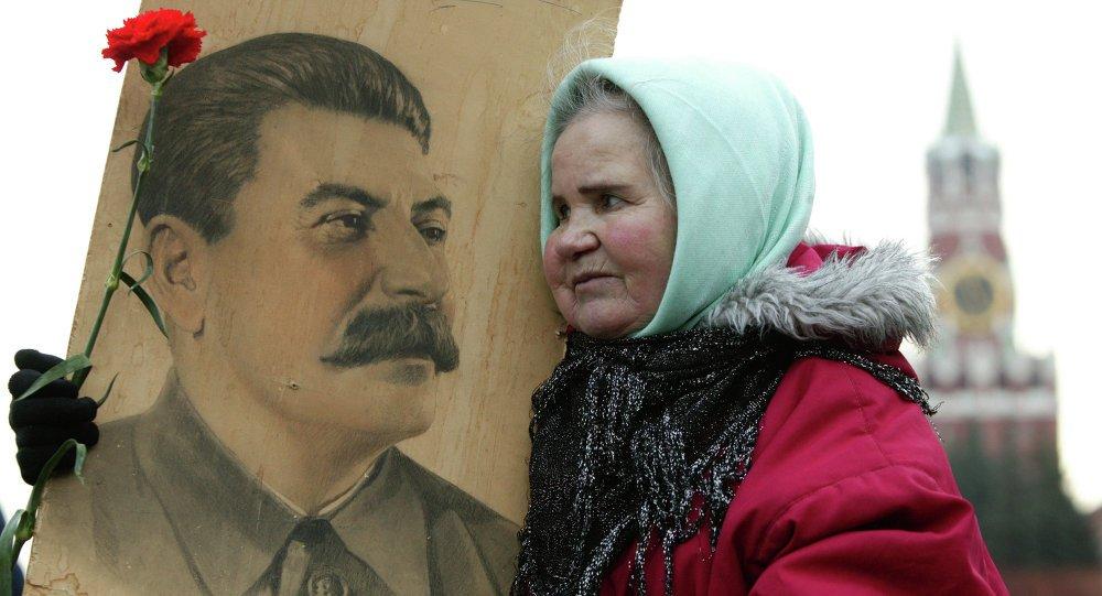 Bu sevgiyi insanların yüreklerinden hiç kimse, hiç birşey sökemeyecektir. #Stalin