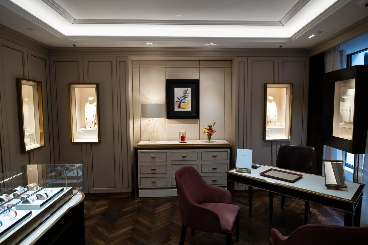 94590d0137200 ... https://cpp-luxury.com/chopard-reopens-london-flagship-store -first-to-reflect-new-retail-design-concept/ … #Chopard #ChopardLondon  #Chopardstore ...