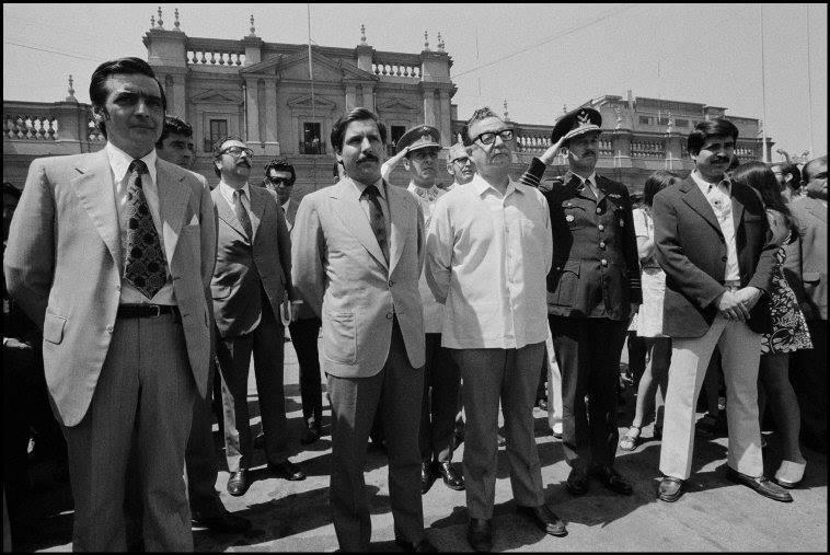 Salvador Allende junto a personalidades de la época - 1972  Ferdinando Scianna/Magnum Photos.