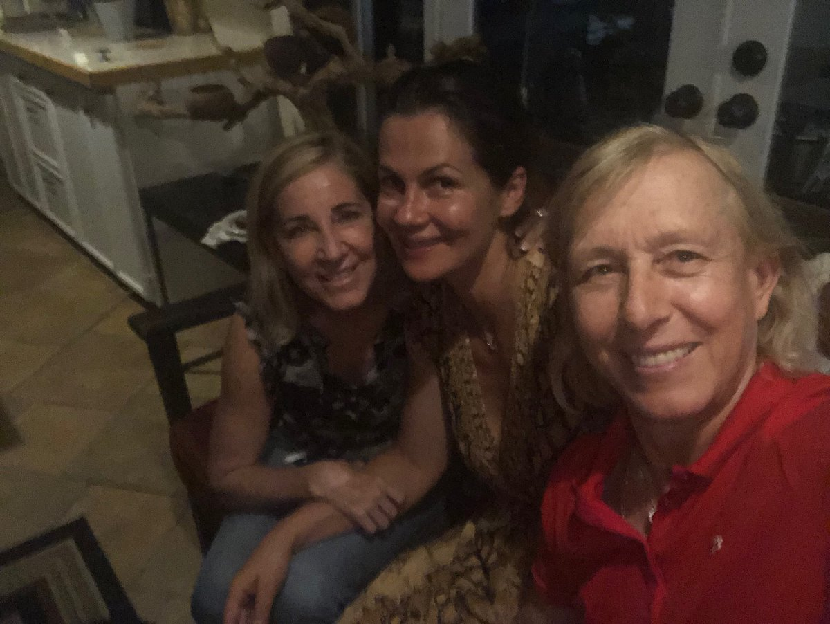 Finally Chrissie came over for dinner at our house:), good time was had by all!!! #Wimbledon  is next! <br>http://pic.twitter.com/nDLk0EaESX