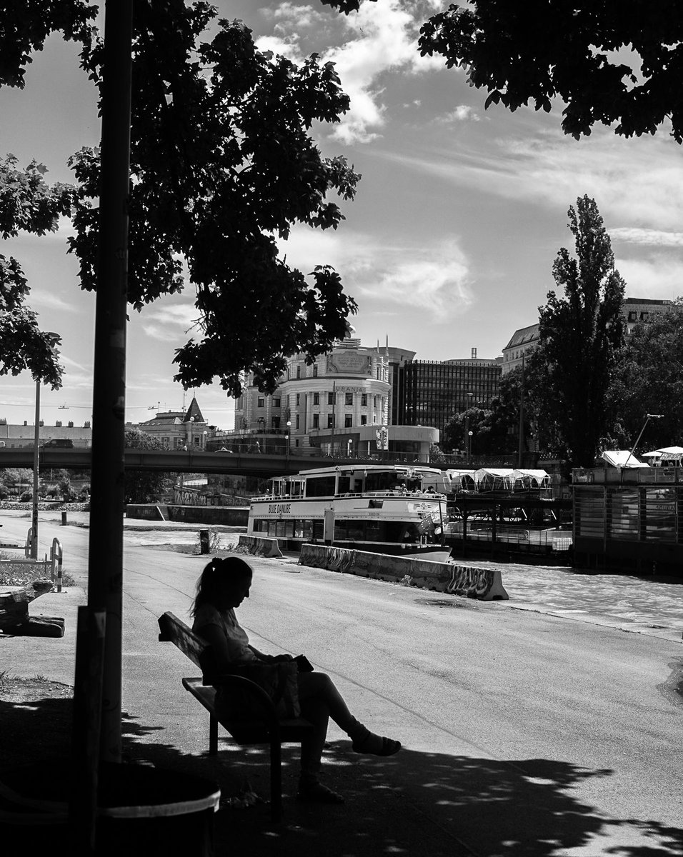 craving the shade #wien #vienna #streetphotography #street #bw #bnw #monochrome #mono #of_f_course https://t.co/DLeVdXC6MT