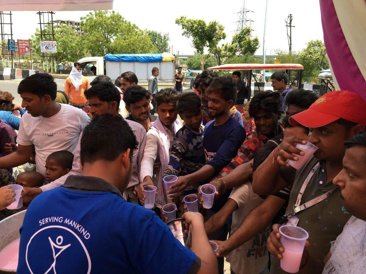 RT @humanityfirstuk: Team in #India distributing #water to people in the #Delhi area in the extreme heat https://t.co/1BCQ9l864r
