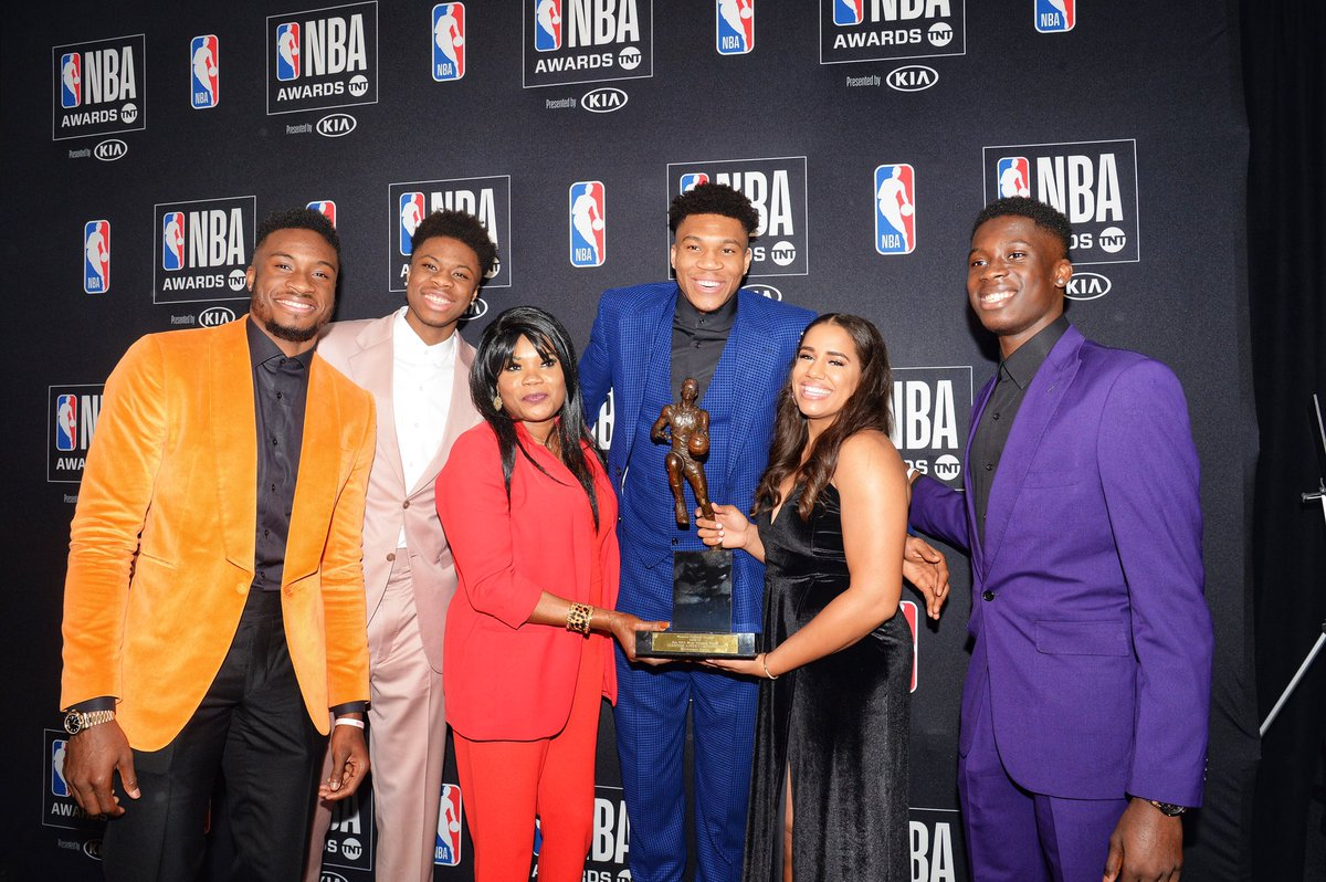 All smiles for the newest #KiaMVP! 😃🏆  #NBAAwards https://t.co/qBtDlqWigL