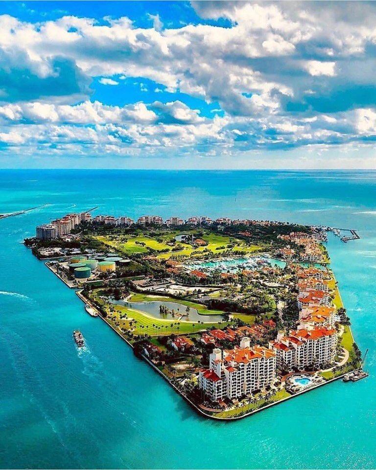 Incredible view of Fisher Island, Miami, Florida 🌍🏝