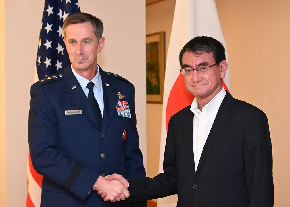 【Courtesy Call on Foreign Minister Taro Kono by Lieutenant General Kevin B. Schneider, Commander, U.S. Forces Japan and Fifth Air Force】 mofa.go.jp/press/release/…