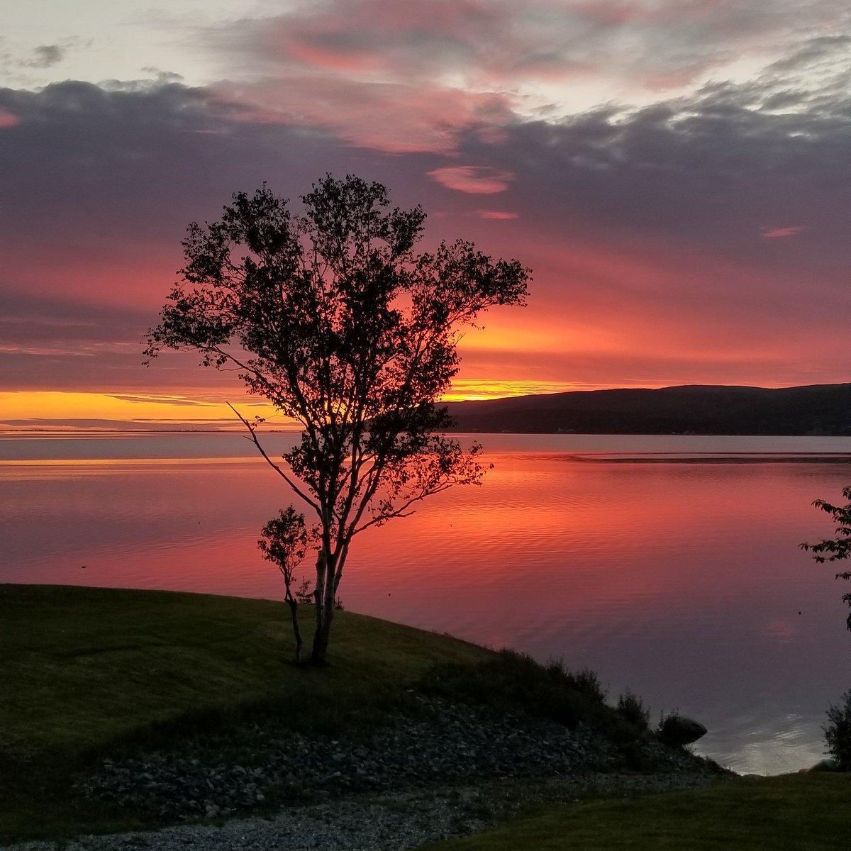 RT @2smalltowngirl: 5am. New day. Love my #island  #CapeBreton #sunrise #lighthouse #nature https://t.co/KL9jpkSFEb