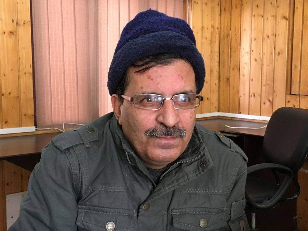 """Kashmir Union of Working Journalists condemns the midnight arrest of Editor, Daily Afaaq, saying that the """"arrest seems to be aimed at muzzling the voice of local press."""" @pressfreedom @JmuKmrPolice @Shehla_Rashid @listenshahid @shahfaesal @KVijayKumarIPS @jandkgovernor"""