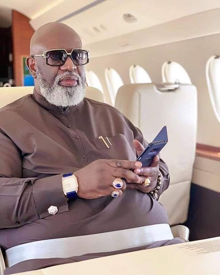 This is #JulianOsula, the Edo billionaire in the viral video who ordered for a helicopter to come pick him after spending over two hours in a traffic along the Lagos-Benin expressway. GOD WHEN?!!  AM I STILL YOUR SON?  <br>http://pic.twitter.com/fLynHCyLul