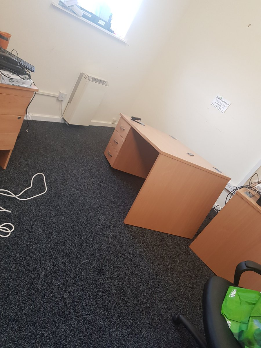 Typical day.... desk just collapses #work #nohealthandsafety #couldbedead https://t.co/GrY7OPcNKZ