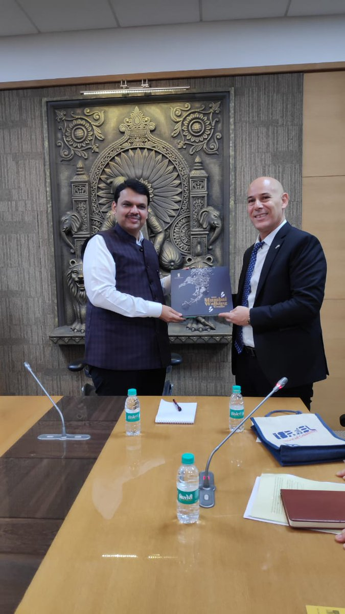 Working to strengthen the ties, @Yaakov_FINKLSTN  introduces  Ambassador @DrRonMalka  to chief minister @CMOMaharashtra, as they talk about ways to foster the relationship between #Israel & #Maharashtra .