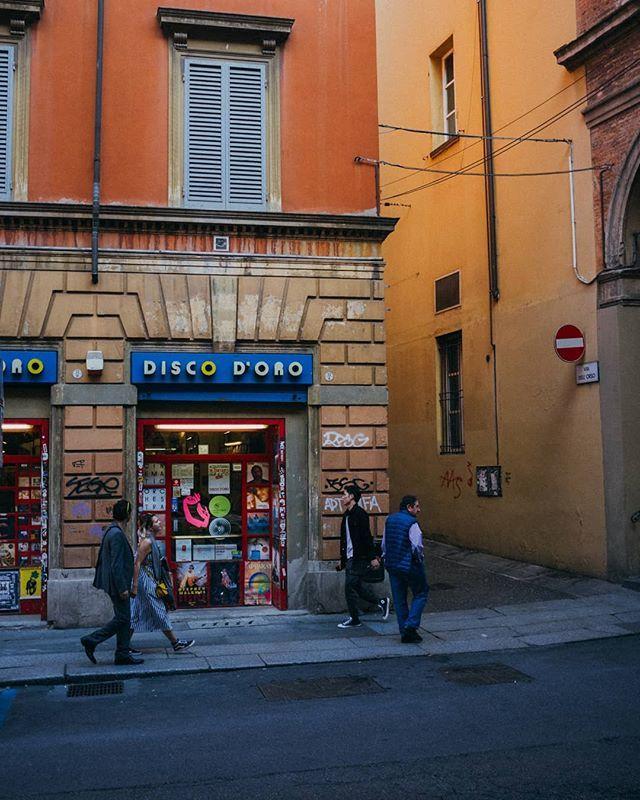 .Disco orso .#bologna #travel #street https://t.co/LfqfAHWVSm https://t.co/Wsy2yv03mw