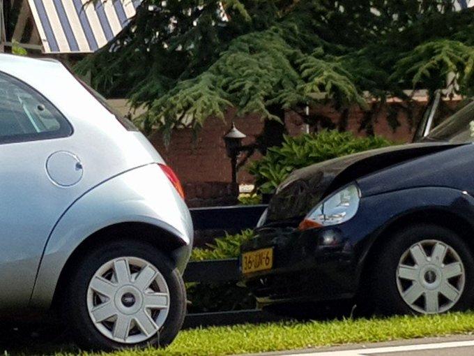 s'Gravenzande  Naaldwijkseweg.. Aanrijding letsel.. Kop/Staart aanrijding Eén persoon nagekeken in ambulance. https://t.co/Hq0sJIfjyz