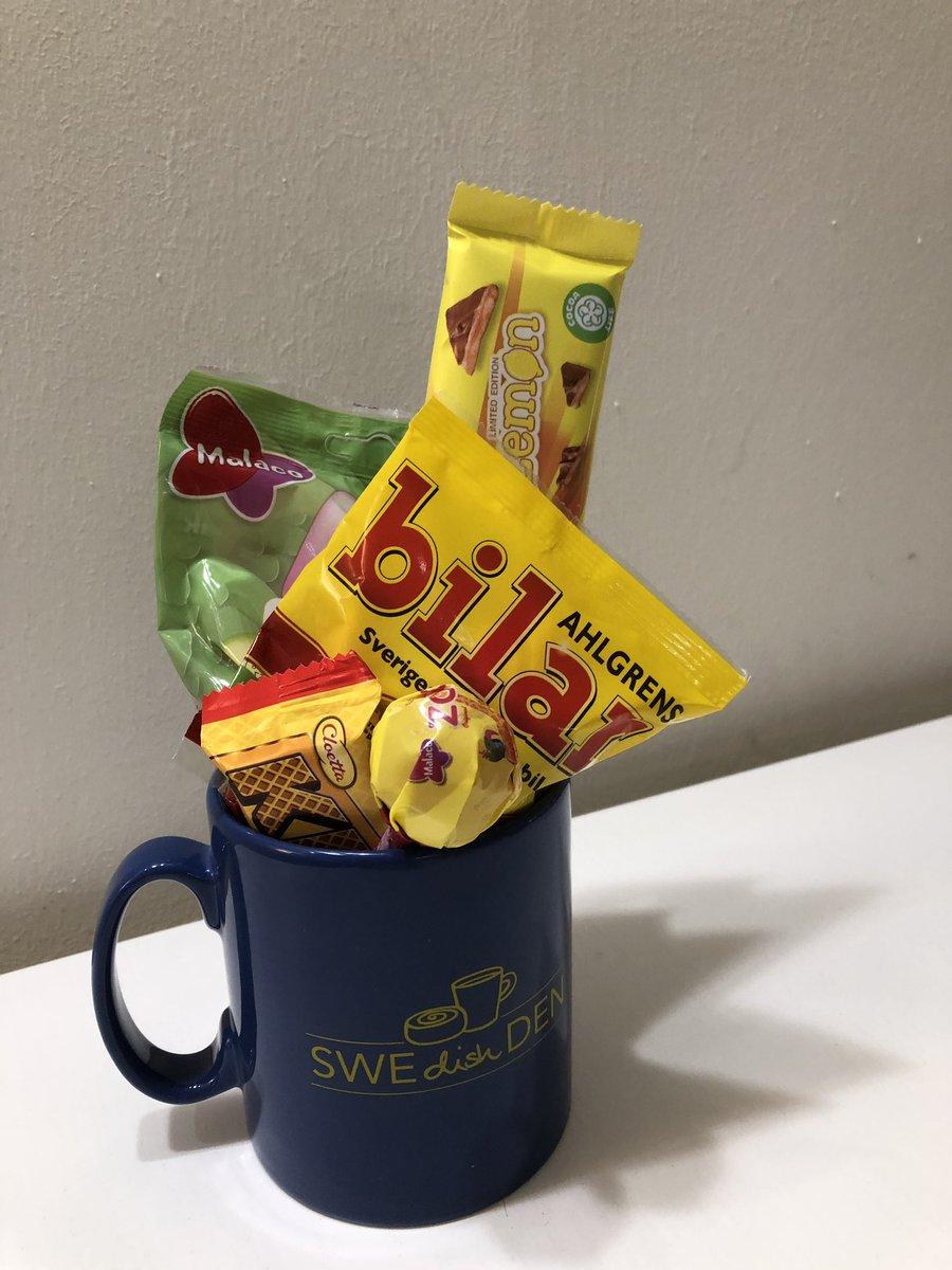 NOM 🎁🛍🍫🍬🇸🇪😘👌🏻😋 #sweets #swedish #gift #cup #mug #swedishden #godis #daim #kex https://t.co/OGUgbqvZ8r