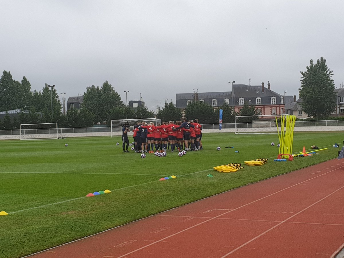 Norway begin their training session in Deauville with a team huddle. They were my outside favourites to win the @FIFAWWC. #NOR