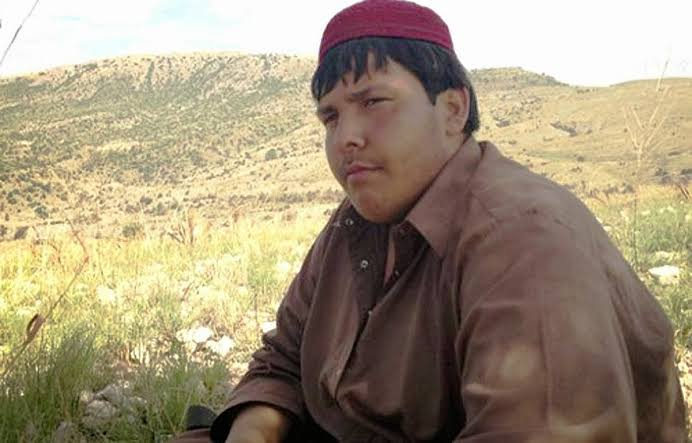 _Thread: The symbol of resistance - Aitezaz Hasan Bangash Shaheed, Sitara e Shujaat_  Shahadat - 6 January 2014, while stopping a suicide bomber from entering his school; thus saving the lives of more than 1000 students & sacrificing own.  Age - 15 Years  Born - Hangu, KPK <br>http://pic.twitter.com/xK6Sr1j1N3