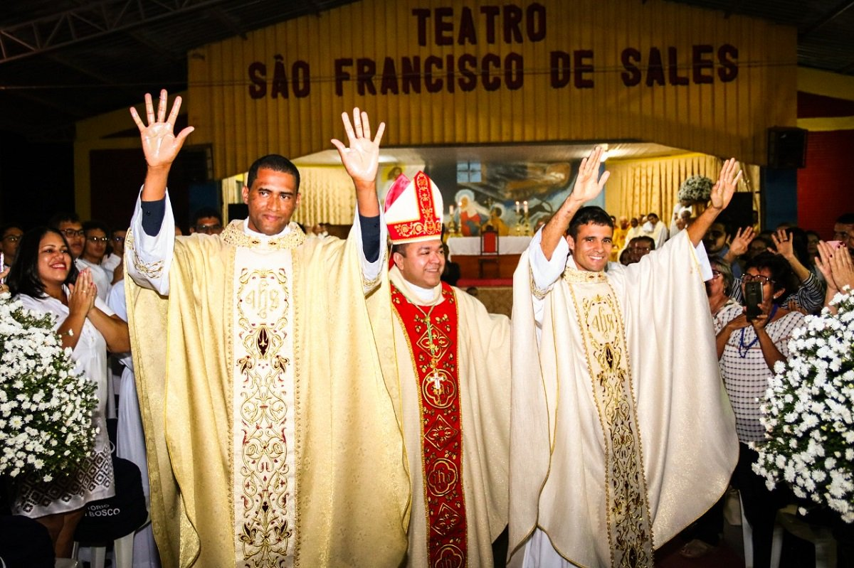 Brazil - Priestly ordination of two #Salesians  https://t.co/bMgzJ9Pcjr https://t.co/pqMLjx0F4S
