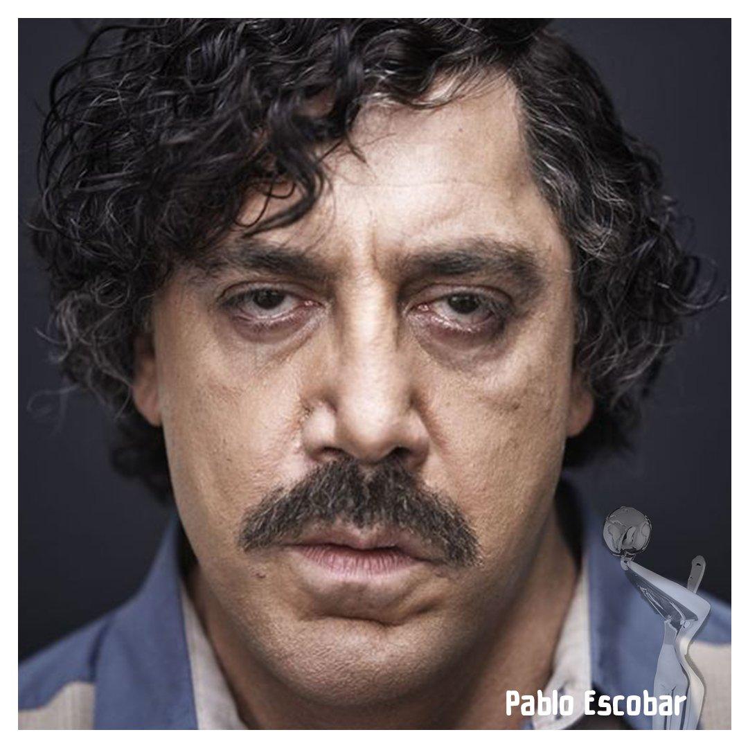 """🎭#PersonajesPLATINO Muchas escenas del filme #LovingPablo fueron de una enorme intensidad. Tal fue así que según las propias palabras de #JavierBardem """"después de rodarla, ella [#PenélopeCruz] no quería verme más. Me dijo: 'quítate el bigote, aféitate y vete a dormir al salón""""😬"""