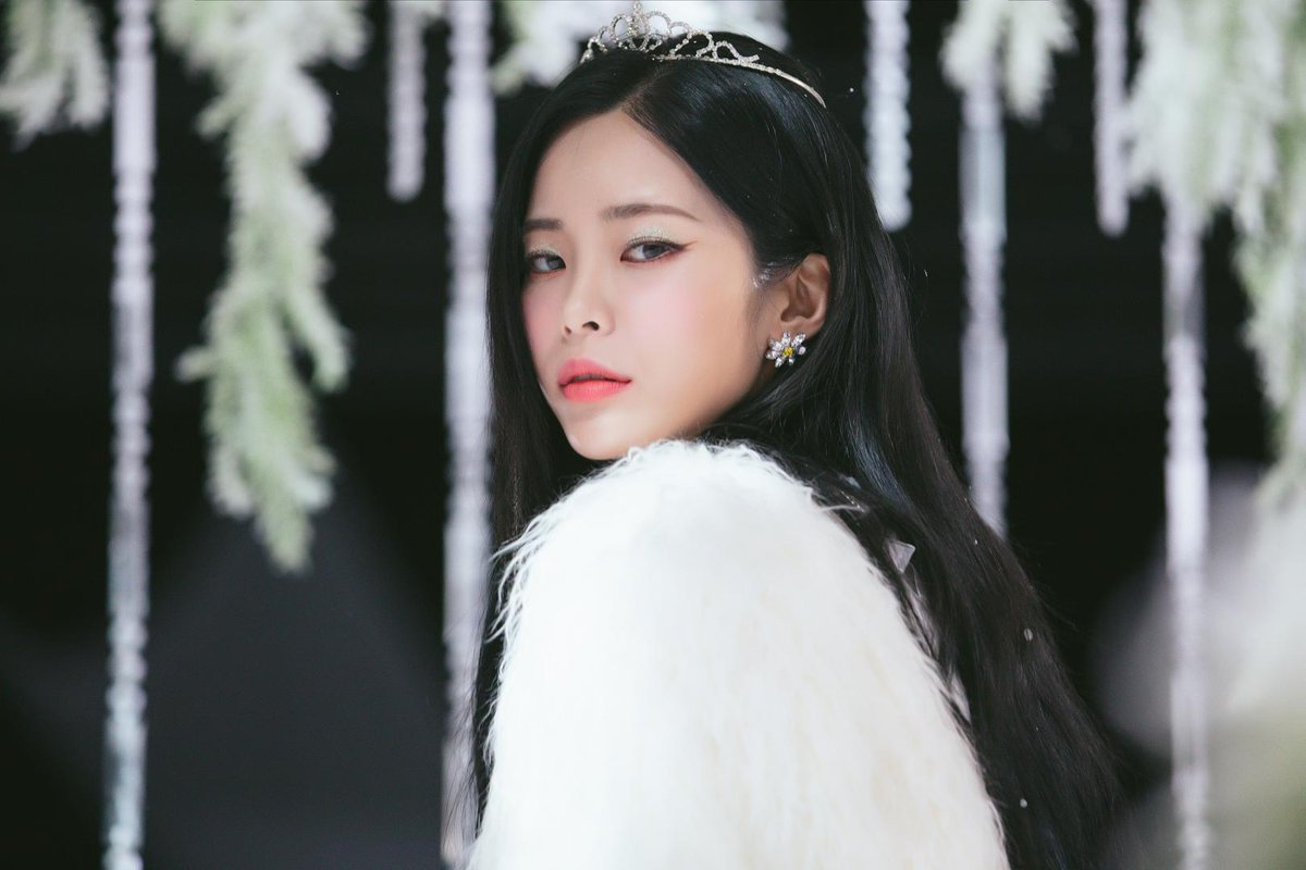 Heize releases second enigmatic teaser image for her upcoming single allkpop.com/article/2019/0…
