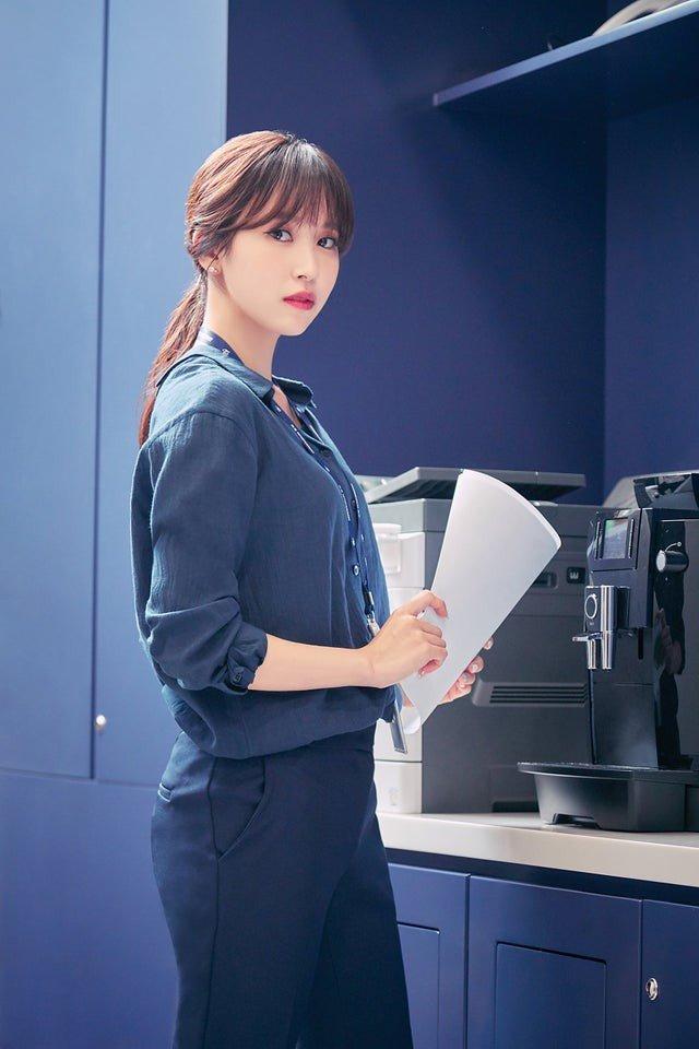 Mina stuns in ONCE 3rd generation teaser allkpop.com/article/2019/0…