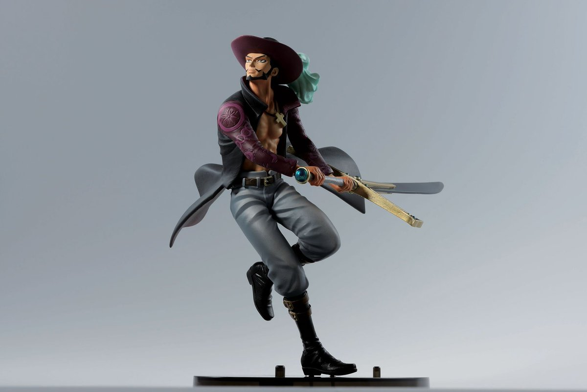 Just 4 months until the #OnePiece anime's 20th anniversary! This month's giveaway is a Mihawk figure from the 2017 BWFC, the annual sculpting competition.   To enter: • Follow @BanprestoWFC + @OnePieceAnime • RT this post • Share which One Piece mentor you would like & why<br>http://pic.twitter.com/DVJZOancoR