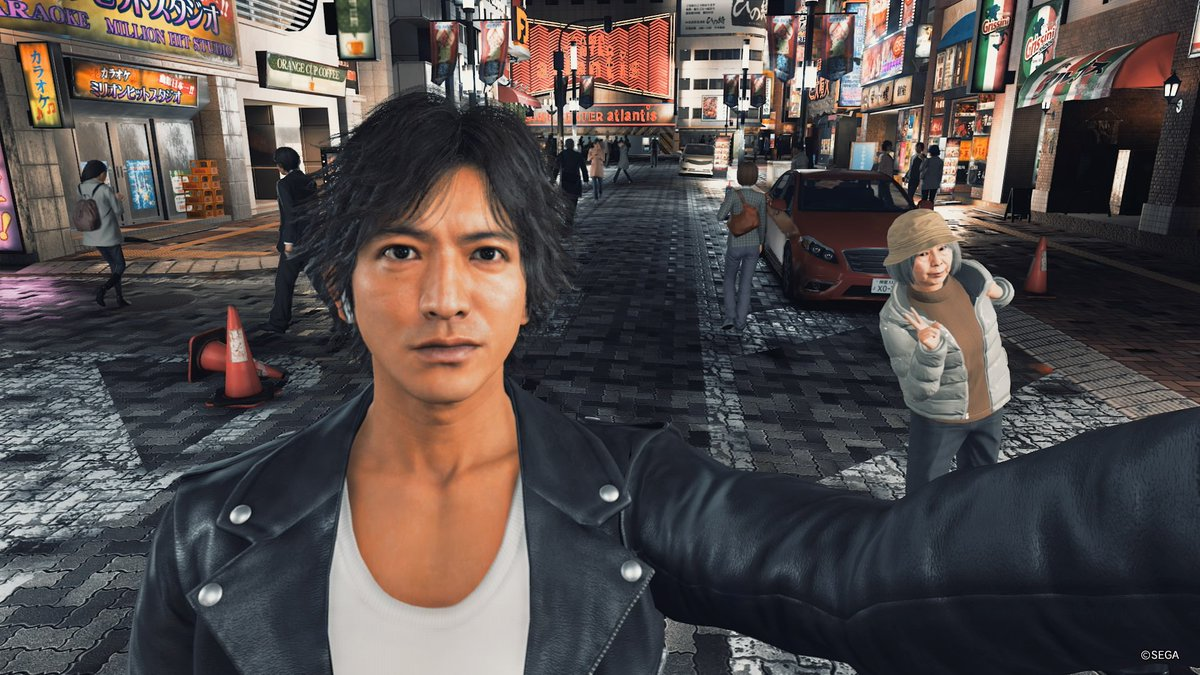 First impressions of Judgment: I got photobombed by an old lady while I was taking a selfie. 10/10 <br>http://pic.twitter.com/royVUPcuWy