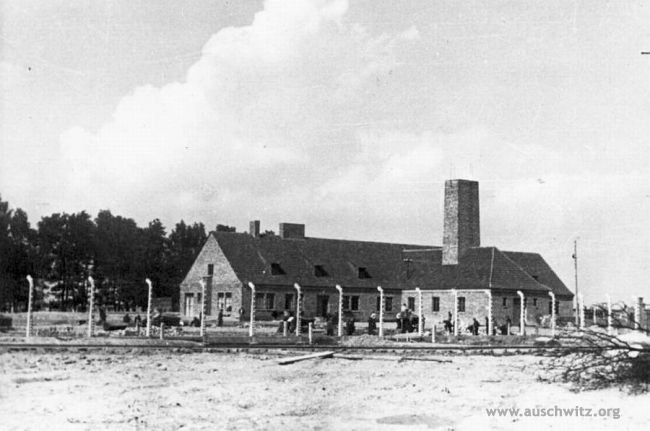 25 June 1943 | The construction of gas chamber and crematorium III was completed at the German Nazi #Auschwitz II-Birkenau camp. It had 210 sq. meters gas chamber and five 3-muffled crematoria ovens that could burn up to 1440 corpses per 24-hours (according to the producer).