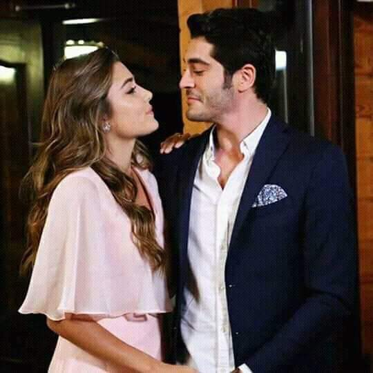 HOW BEAUTIFUL COUPLE  @HandeErcel  @_denizburak <br>http://pic.twitter.com/yyYsZqUWVo