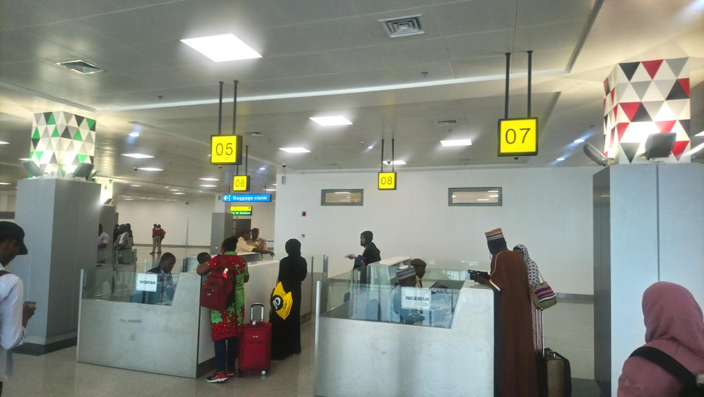 """Smoothest entry ever. Arrived at new Abuja terminal and could have been anywhere in the world. All was clean and restroom had flowing water. Not a single person asked me to """"bless"""" them and I was out in <10mins. And free FAAN wifi too!  Almost didn't believe I was in Nigeria! <br>http://pic.twitter.com/D8DvH6KJU2"""