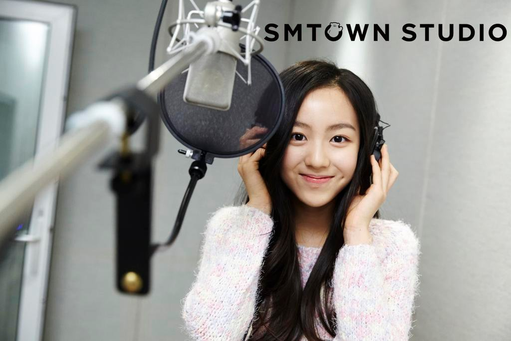 Netizens believe this trainee will be the visual center of SMs newest girl group allkpop.com/article/2019/0…
