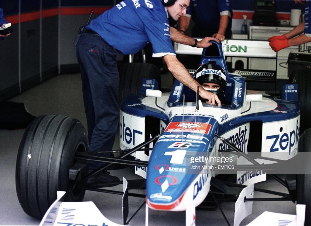 Damon Hill (Arrows-Yamaha A18), Jean-Christophe Boullion (Williams-Renault FW18), Ricardo Zonta (Jordan-Peugeot 197). The teams prepare for the 1998 narrow track / grooved tyre regulations. Silverstone Test, 1997. #F1 <br>http://pic.twitter.com/68TjuYQCFb