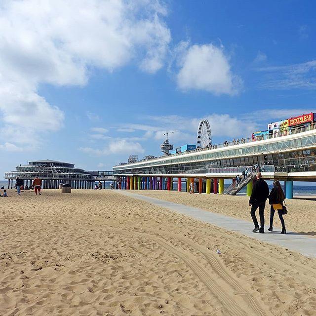 Sand, colours and a blue sky #scheveningen #newblogpostonline #thehague #denhaag #holland #netherlands🇳🇱 #igersdenhaag #scheveningenbeach #scheveningenpier #beach #summer #thisisholland #ig_discover_holland #superholland #discover_holland