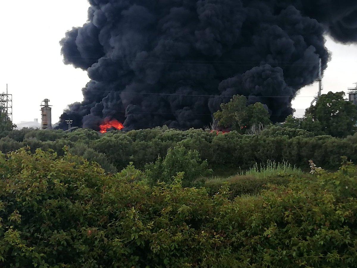 #Cádiz #incendioSanRoque controlado según @E112Andalucia  La columna de humo es visible desde decenas de kilómetros alrededor. Sigue fuentes oficiales y fiables. Haz #stopBulos 📸 @policia
