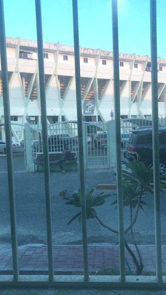 عادي يطلع لك واحد من ربع ال 11 / 0   يقول عبدالعزيز عاشور مسوي سجن بالنادي حق اللي مايحبونه 😂  #الزعيم #العربي