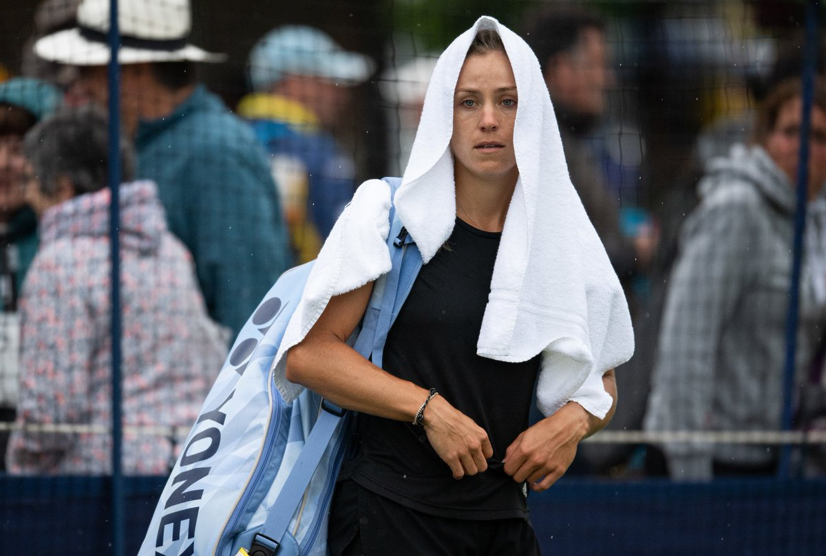 It was a damp start for @AngeliqueKerber at the #NatureValleyInternational...but she soon shone with a first round victory over Samantha Stosur 🌧️🌞#Wimbledon