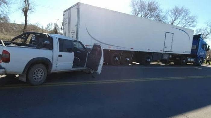 #GeneralAcha | Un hombre de 75 años hospitalizado al chocar una camioneta y un camión
