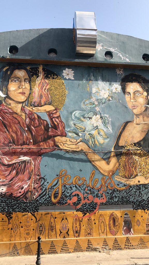 stumbling across feminist street art in tunis >>>>