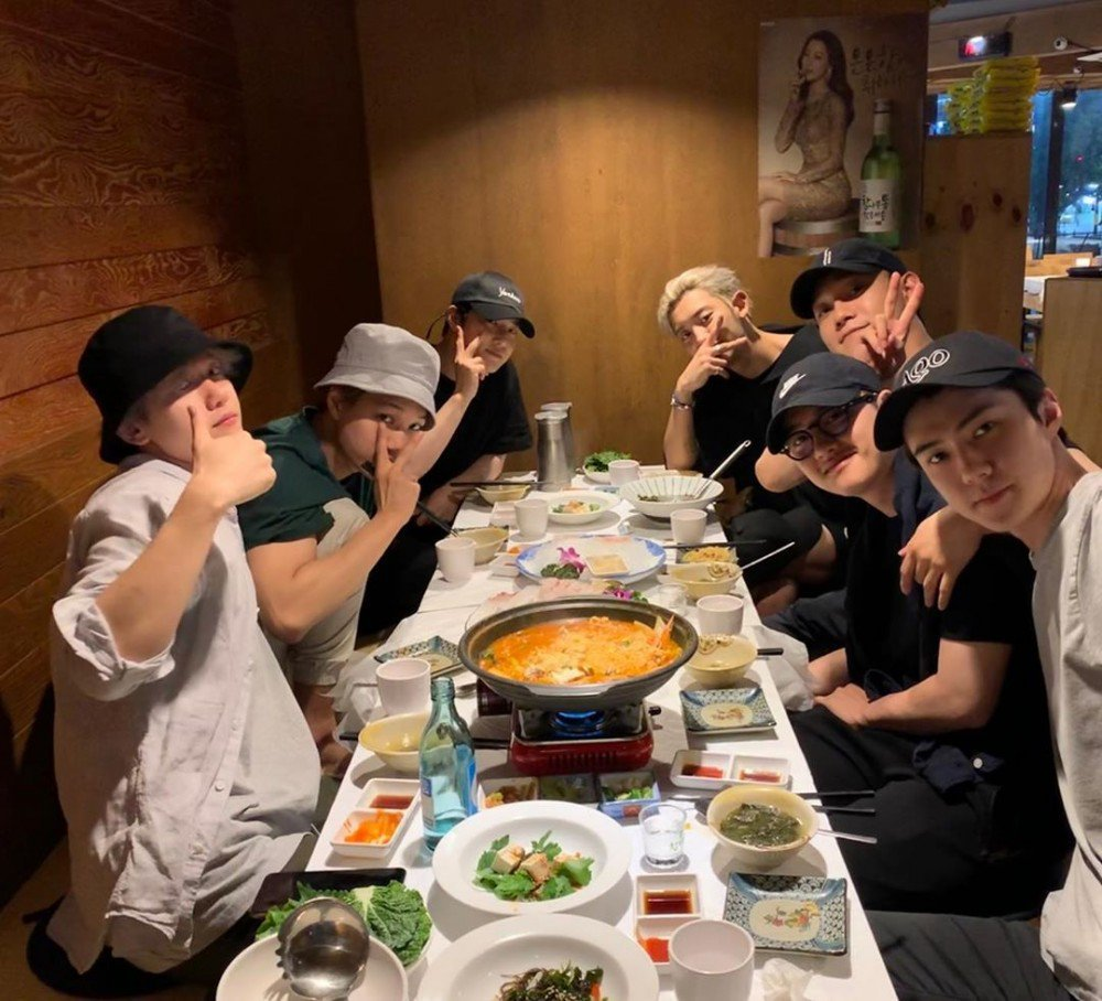 #EXO members gather for dinner before D.O. enlists allkpop.com/article/2019/0…