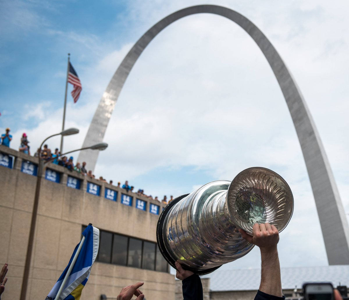 The #StanleyCup is heading down Clark St. to Busch Stadium! It will be in attendance Wednesday for ceremonies before and during the @Cardinals game vs. Oakland. atmlb.com/31Snexb